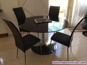 Mesa con 4 sillas de cuero