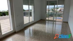 Apartamento de 65 m2, con 2 dormitorios, piscina. Vistas