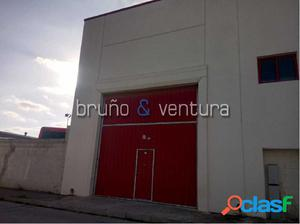 En venta nave en Santa Oliva
