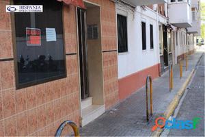 Local totalmente reformado, escaparate 30 m2. Bda. de Loreto