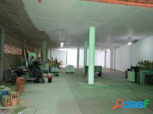 Se alquila o vende local comercial