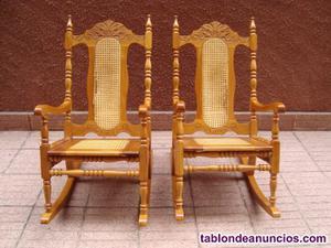 Sillones de madera y mimbre con mesa a juego