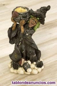 Figura decorativa de una bruja de escayola