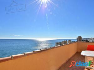 Magnífico ático con vistas abiertas al mar.