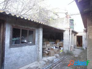 Casa de pueblo para reformar con garaje y patio, en el