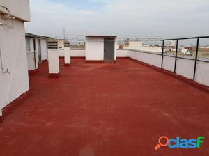 se alquila piso a punto de reformar en El Palmar con agua