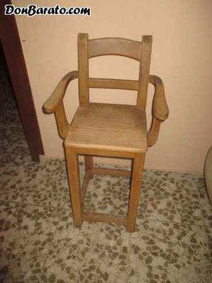 Antigua trona de madera