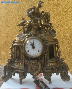 Reloj De Cuerda Antiguo En Bronce Tallado