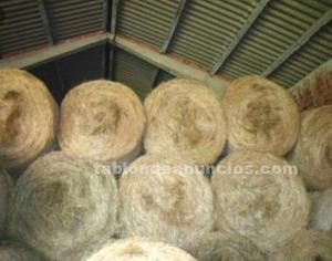 Se venden se venden rollos de hierba seca caliza