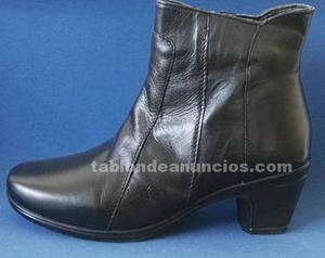 Stock de calzado,botines,zapatillas de casa etc.