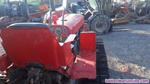 Tractor de cadenas u orugas massey ferguson.
