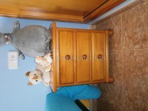 Dormitorio juvenil de madera de pino