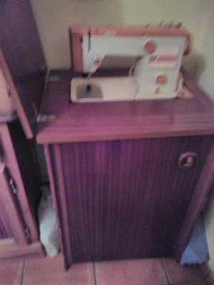 Maquina de coser automatica
