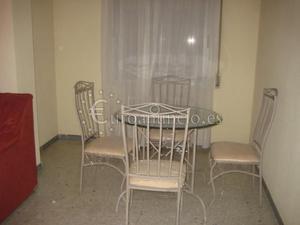 Mesa de comedor y 4 sillas