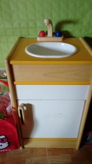 se vende lavabo de juego de madera por 20