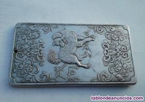 Buen lingote de plata tibetana del signo el perro en el
