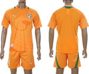 La nueva temporada de fútbol camiseta del AC Milan y el