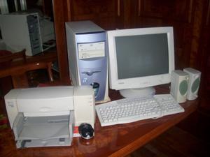 Se vende ordenador, impresora, altavoces y grabadora -