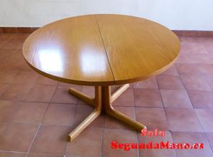 Vendo mesa de comedor y cuatro sillas