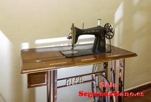 maquina de coser con mueble ALFA