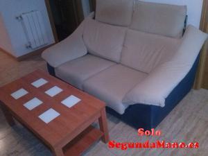 sofa de dos plazas con mesilla baja
