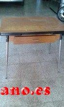 vendo mesa y 2 sillas retro de los 70