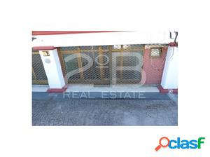 Estupendo local comercial en venta con gran escaparate,