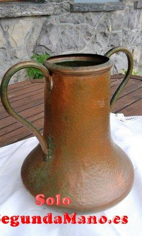 Jarra de cobre antigua con dos asas. (93a)