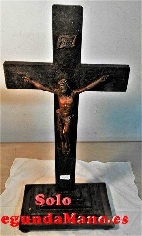 Jesucristo en la cruz de Cobre, sobre peana madera (250a)