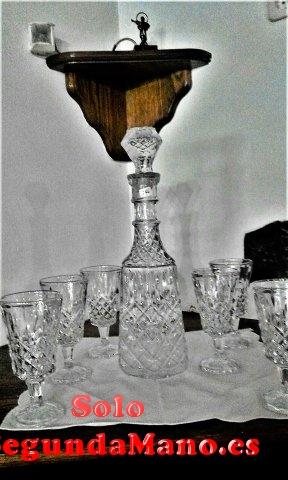 Juego Licorera de Cristal con 6 vasos todo tallado (266a)