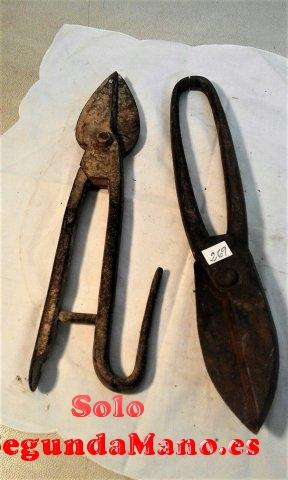 Juego de dos tijeras para cortar hojalata antiguas (269a)