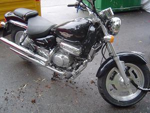 MOTO CUSTOM HYOSUNG AQUILA 125 RUEDAS NUEVAS Y SIN USO -