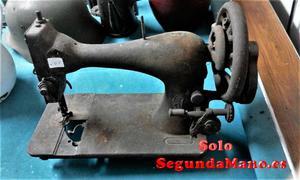 Maquina de coser antigua de la marca Singer (a)