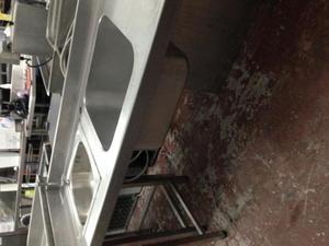 Mesa de trabajo en acero inoxidable con dos pilas