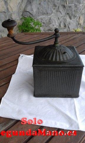 Molinillo de cafe antiguo de hierro forjado (156a)