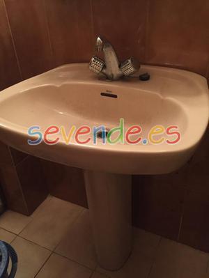 lavabo con pie color beige de la MARCA ROCA i