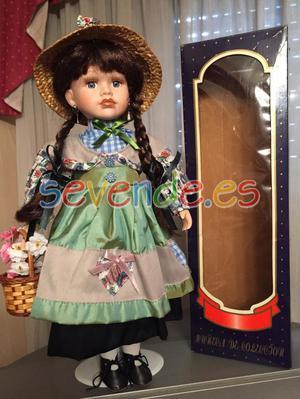 muñeca de porcelana con soporte