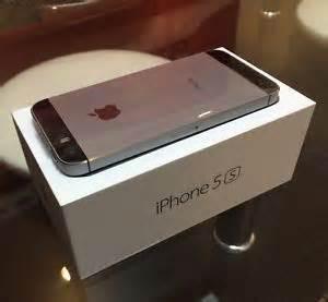 Apple iPhone 5S - 16GB Smartphone