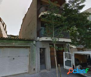 CASA CON 400M2 CONSTRUIDOS EN PLENO CENTRO DE CALDES
