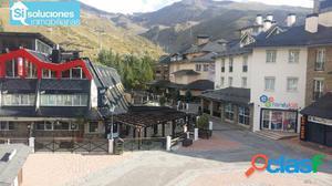 Plaza de párking y guardaesquís en Sierra Nevada