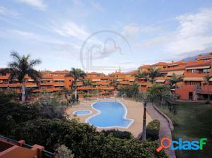 Apartamento amueblado con garaje en complejo con piscina
