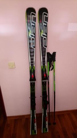 Esquis, botas de esqui, bastones