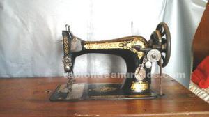Maquina de coser singer antigua con mueble.