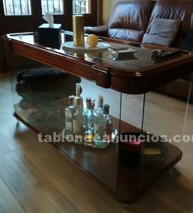 Mesa baja de cristal y madera con ruedas, bar y almacenaje