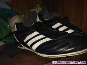 Se venden botas de futbol adidas