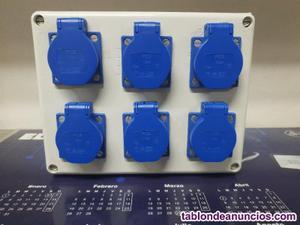 Caja de superficie estanca con 6 bases shuko.