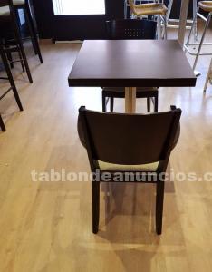 Mesas y sillones cafetería