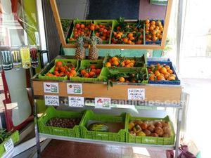 Se venden expositores de fruta con ruedas y espejo