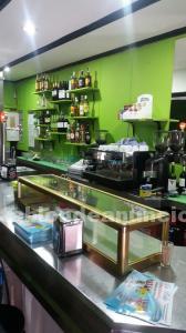 Traspaso bar cafetería 42m² con s/h y terraza en zona