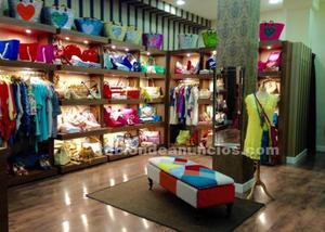 Traspaso tienda de moda y complementos mujer en pleno